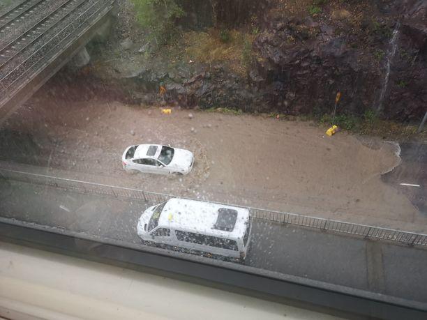 Myös Espoo on saanut osansa keskiviikon sateista.