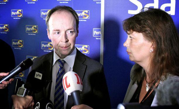 Jussi Halla-aho infossaan perussuomalaisten puoluetoimistolla 13. kesäkuuta, kun parikymmentä kansanedustajaa oli ilmoittanut jättävänsä puolueen.