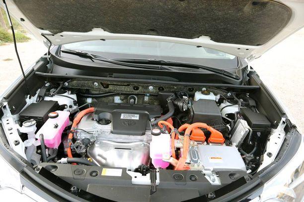RAV4:n hybridissä on 2,5-litrainen bensanelonen.