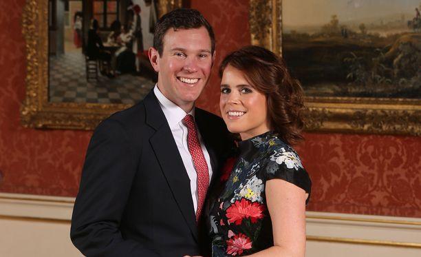 Jack Brooksbank ja prinsessa Eugenie pääsevät häidensä jälkeen viralliselle kärryajelulle aivan kuin prinssi Harry ja Meghankin.
