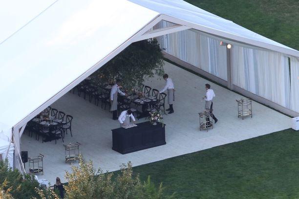 Gwyneth Paltrown ja Brad Falchukin häitä juhlittiin teltoissa.