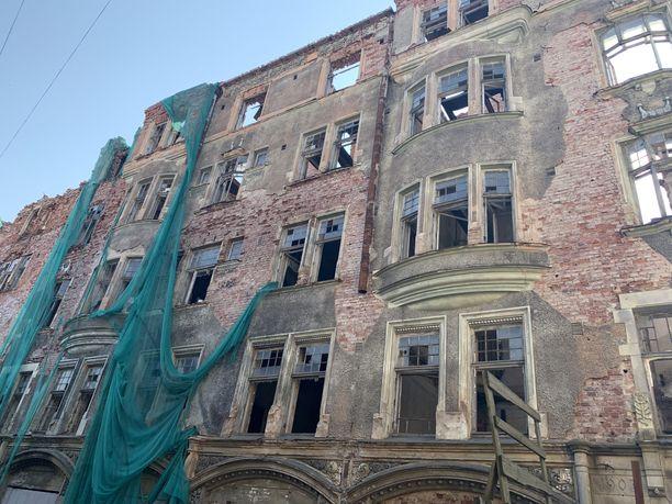 Osa Viipurin keskustan arvotaloista on kunnostettu, toisia taas ei. Kaduilla voi törmätä näinkin murheellisiin näkyihin.