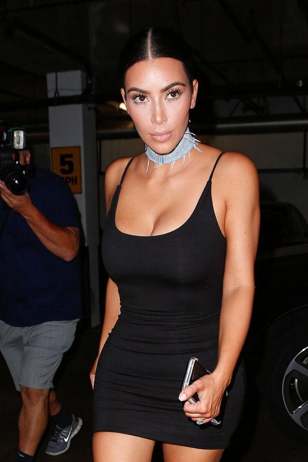 Kim iloitsee raskauskilojen karistamisesta.