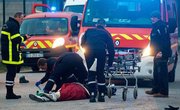 Viisi ihmistä kuljetettiin sairaalaan kriittisessä tilassa sen jälkeen, kun heitä oli ammuttu.