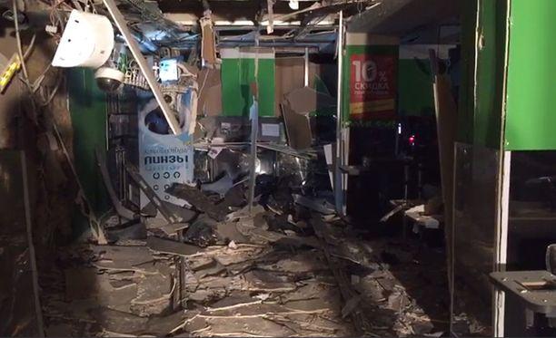 Pommi-iskussa loukkaantui 18 ihmistä.