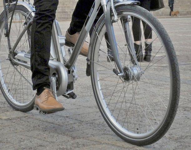 KAKSIPYÖRÄISET TULEVAT! Lämpimät säät houkuttelevat myös lapset pyörän selkään.