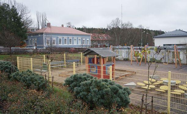 Isä puukotti lastaan Lyseon leikkipuistossa Porvoossa maanantaina aamulla.