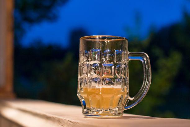 Alkoholi näyttää lisäävän monien syöpien riskiä.