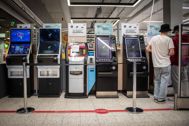 Modernit rahapeliautomaatit on suunniteltu riippuvuutta aiheuttaviksi. Suomessa niitä löytyy monista arkisista ympäristöistä.