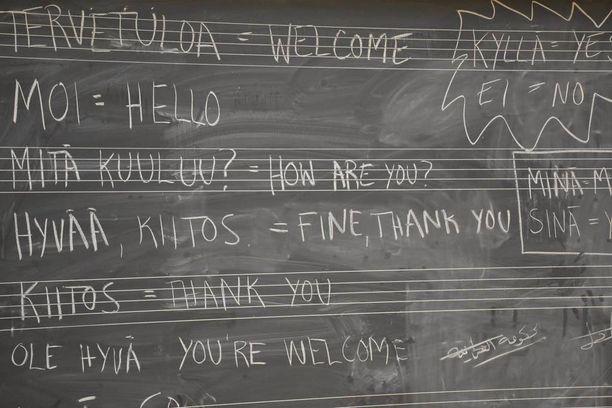 Monen turvapaikanhakijan suomen kielen opinnot alkavat oma-aloitteisesti jo vastaanottokeskuksessa.