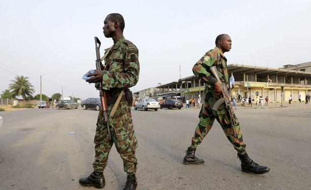 Kapinaan liittyneet sotilaat partioivat Abidjanin kaupungissa 7. tammikuuta.
