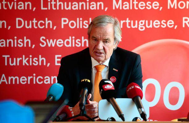 Norwegianin toimitusjohtaja Bjørn Kjos piti keskiviikkona tiedotustilaisuuden.