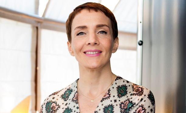 Radio Helsingin päätoimittaja on televisiostakin tuttu Maria Veitola.
