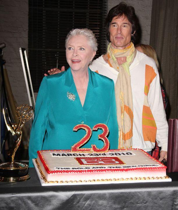 Ronn Moss ja nyt myös Susan Flannery ovat ilmoittaneet jättävänsä 25-vuotisen saippuasarjan.