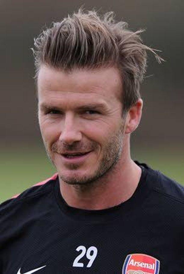 David Beckham treenaa Arsenalin kanssa.