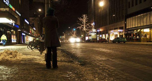 Tamperelaiset toivovat keskustaan lisää poliiseja levottomuuksia torjumaan.