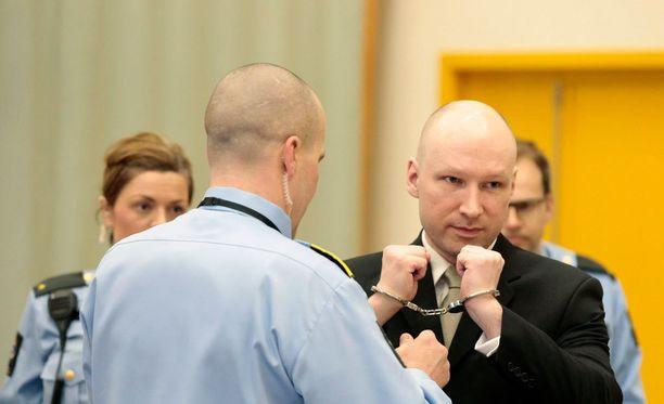 Breivik voitti oikeudenkäynnin Norjan valtiota vastaan. Oikeus katsoi tuoreessa ratkaisussaan, että Breivikin ihmisoikeuksia on loukattu.