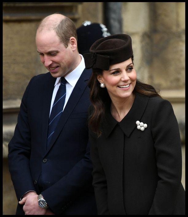 Kate osallistui kirkonmenoihin hyväntuulisena.