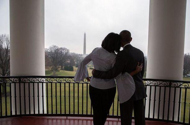 Michelle ja Barack Obama asuivat tyttärineen Valkoisessa talossa kahdeksan vuotta.
