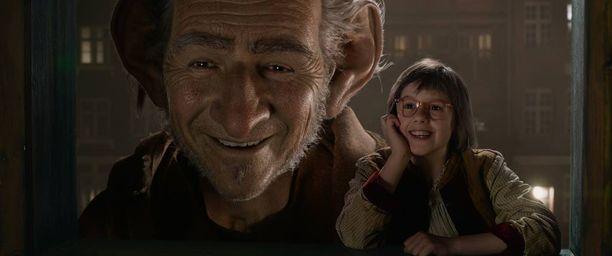 Mark Rylancen esittämä jättiläinen ystävystyy nuoren tytön kanssa Steven Spielbergin mainiossa uutuusfilmissä.