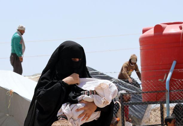 Syyrian al-Holin leirille on tuotu kymmeniätuhansia Isisin alueella asuneita naisia ja lapsia.