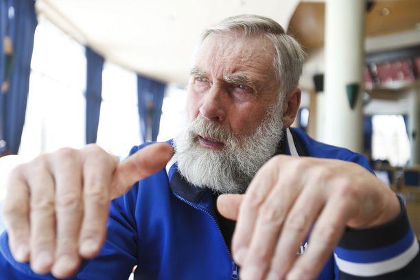 Juha Mieto haikailee hiihtokisoihin pidempiä kierroksia ja väljempiä huoltopaikkoja.