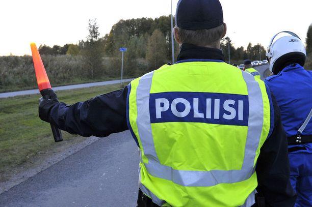 Poliisi ei aio sakotella museotakseja.