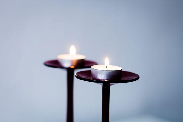 Parillinen määrä kynttilöitä kuulemma houkuttelee rakkautta elämääsi.