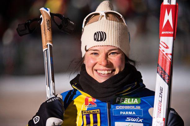 Krista Pärmäkoski tarttui huippuauton rattiin.