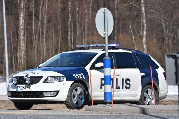 Kuvat Oulunsalon turmapaikalta tapauksessa, jossa epäillään muun muassa murhan yritystä.