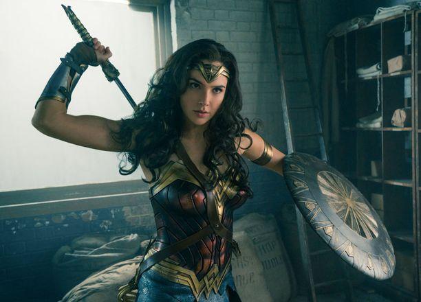 Wonder Woman on puolijumala, joka ei tarvitse miehiä pelastamaan itseään pulasta.