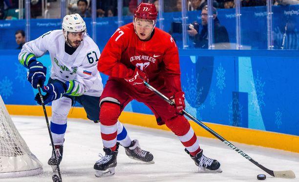 Venäläisten olympiaurheilijoiden nuori komeetta Kirill Kaprizov tulitti hattutempun SLovenian verkkoon.