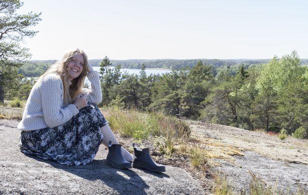 Virpi Kostiainen ei usko sesonki-ajatteluun - pellavaa voi aivan hyvin käyttää myös talvella, merinovillaa kesällä.