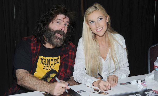 Mick ja Noelle Foley työskentelevät molemmat WWE-organisaatiossa.