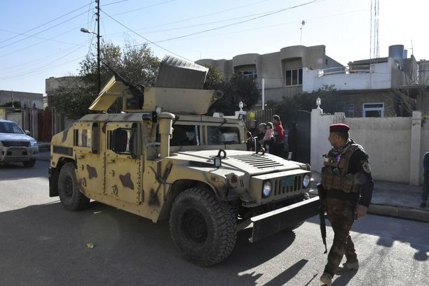 irakin armeijan tunnistaa Mosulissa hiekanvärisistä kulkuneuvoista.