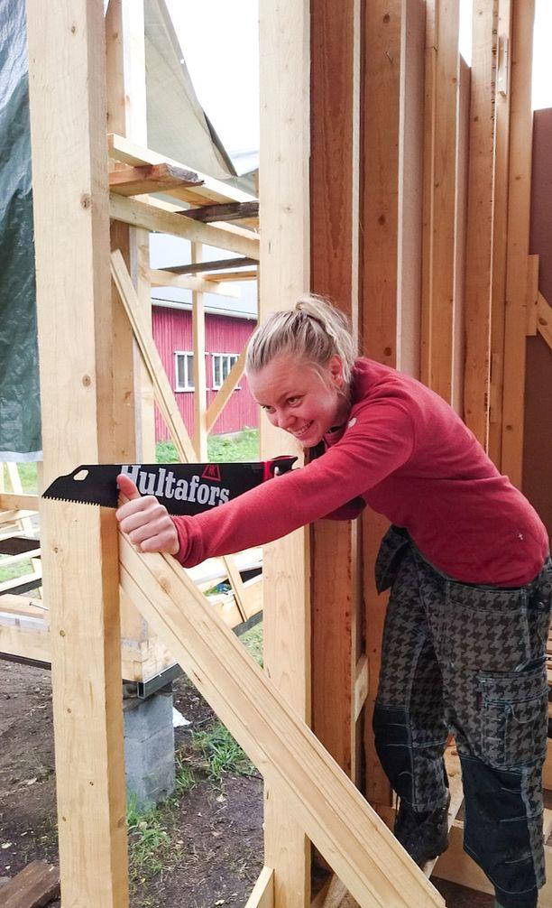 Tällä hetkellä Ronja Ropponen hakee talonrakennusoppia kurssilta.