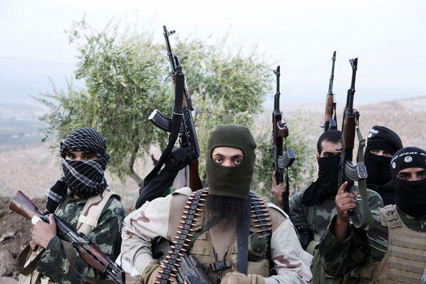 Al-Qaidaan yhteydessä olevia ISIS-taistelijoita Syyrian Aleppossa viime syksynä. YK on luokitellut ryhmän terroristijärjestöksi.