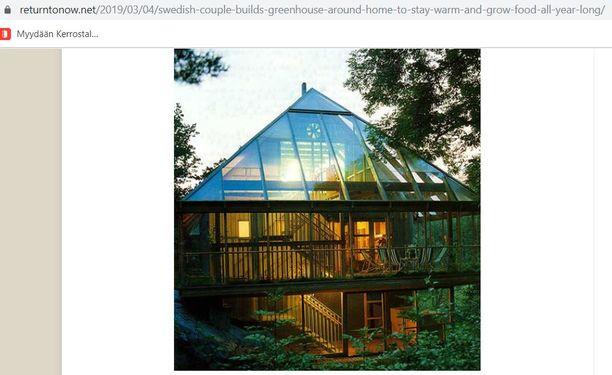 Kuvakaappauksessa näkyy ruotsalaisen pariskunnan koti, joka on kasvihuoneen sisällä.