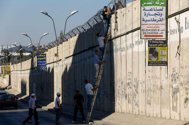 Israel rakensi turvamuurin Länsirannalle.