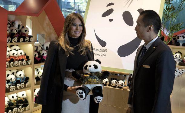 Melania Trump käi Kiinaan miehensä matkustettua Vietnamiin. Hän tutustui muun muassa Pekingin eläintarhaan.