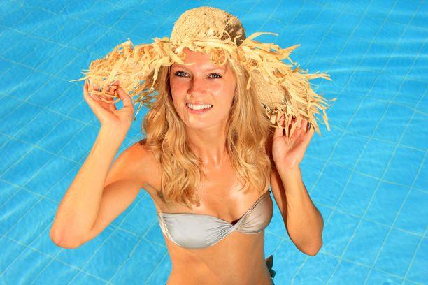Auringosta kannattaa nauttia, sillä auringonvalo muun muassa vapauttaa hyvän olon hormoneja. Muutama suojautumisvinkki kannattaa kuitenkin pitää mielessä.