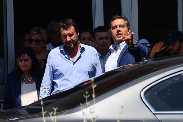 Matteo Salvini kävi tapaamassa siltaturman uhreja sairaalassa torstaina.