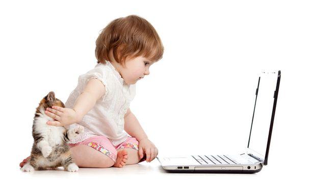 Osa vanhemmista ajattelee nuorten lasten tietokoneen käytön olevan osa perustaitoja.