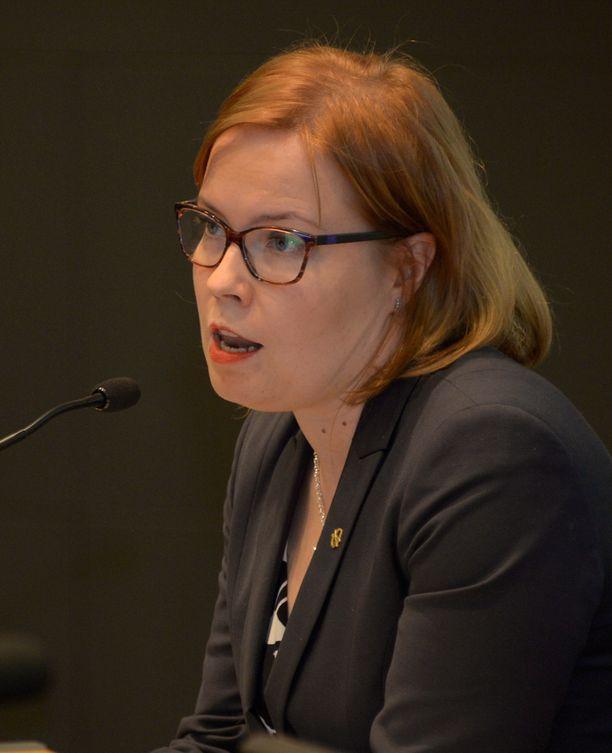 Kevan hallituksen puheenjohtaja Laura Räty (kok).