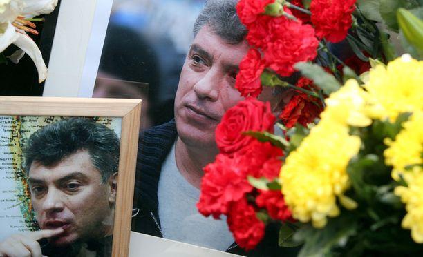 Kymmenet tuhannet ihmiset kerääntyivät marssille suremaan Boris Nemtsovia salamurhan jälkeen Moskovassa.