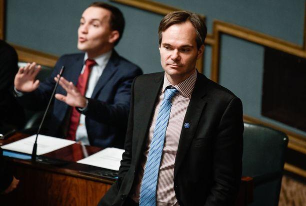 Kai Mykkänen veti ehdokassitoumuksensa pois viiden kokoomusedustajan tavoin. Mykkäsen mukaan jäsenäänestyksellä ei saada riittävän monipuolista ehdokaslistaa.