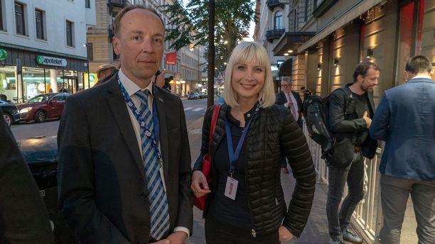 Jussi Halla-aho ja Laura Huhtasaari ovat kutsuvieraina ruotsindemokraattien vaalivalvojaisissa Tukholmassa.