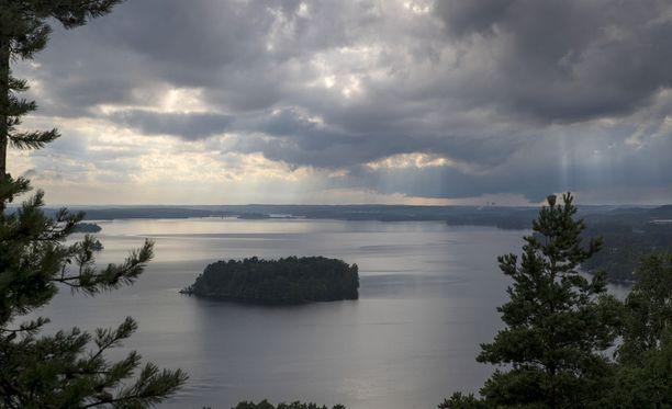 Kuvassa ukkosmyrsky ylittää Tampereen heinäkuun lopussa.