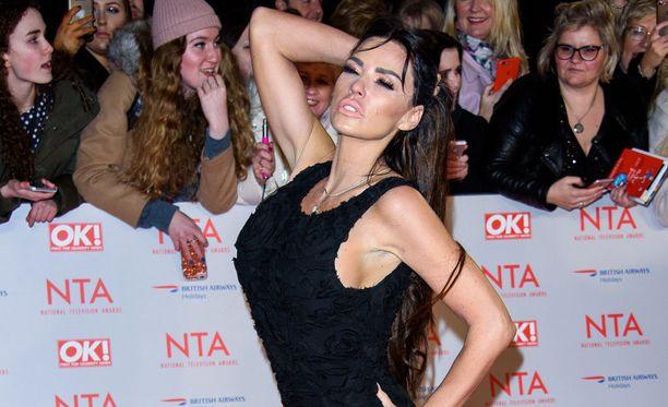 Katie Price on tunnettu niin glamourmallina, laulajana kuin televisiopersoonana.