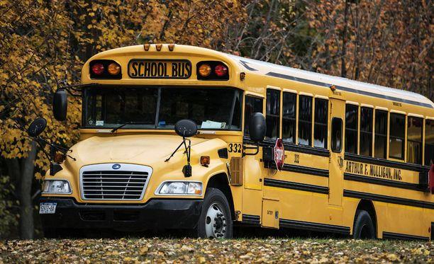 Koulubussit näkyvät katukuvassa Yhdysvalloissa.
